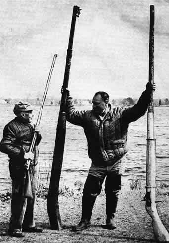 Для<br /> <br />особенно дальней стрельбы предназначены «уточницы» гигантского калибра с<br /> необычно длинными стволами